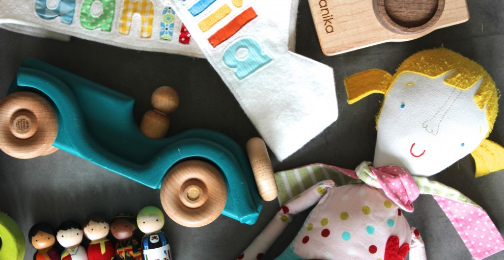 10 Etsy toys for toddlers & pre-schoolers you need to check out - Smocks & Shops #thingsorganizedneatly
